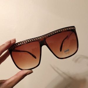 Sunglasses with chain link design, never worn